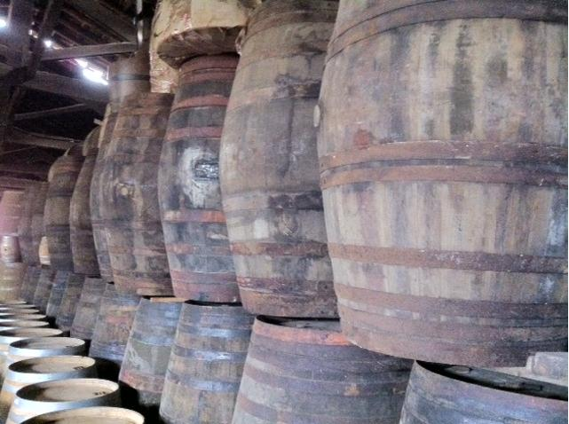 used-red-wine-barrels
